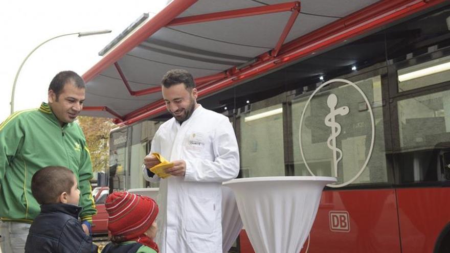 Berlín pone en marcha una clínica móvil de vacunación para los refugiados