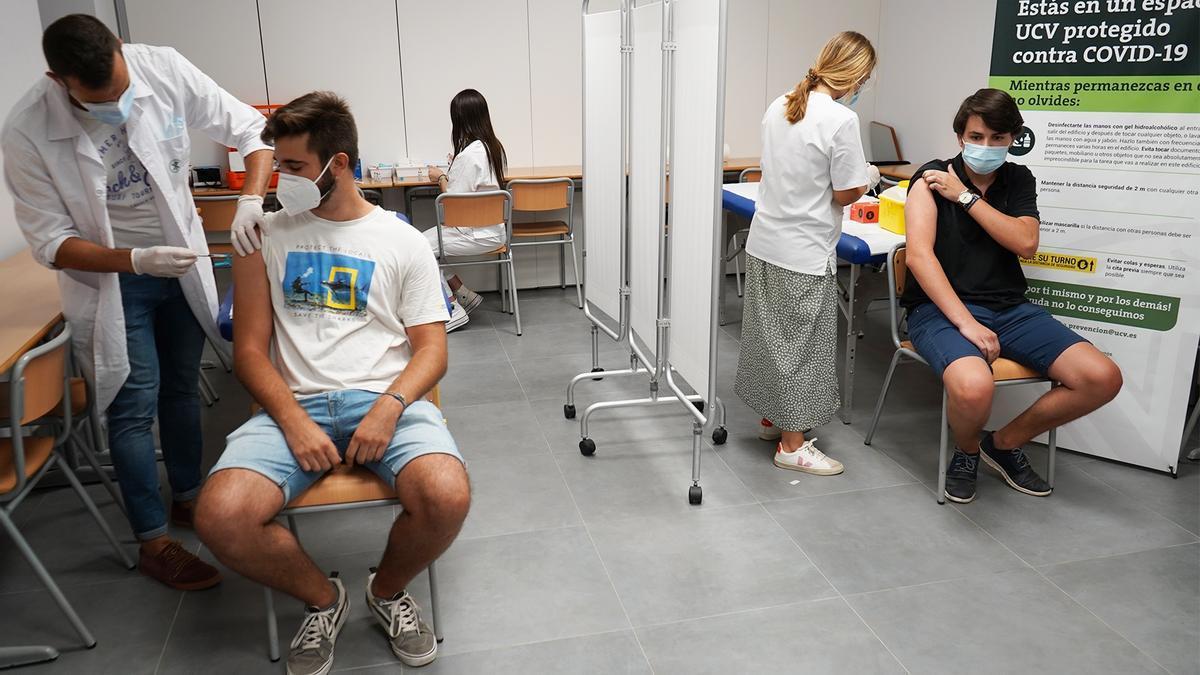 Vacunas a estudiantes de Erasmus de la UCV.