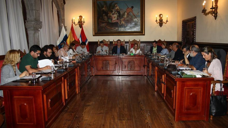 Imagen de archivo de una sesión del pleno del Ayuntamiento de Santa Cruz de La Palma.