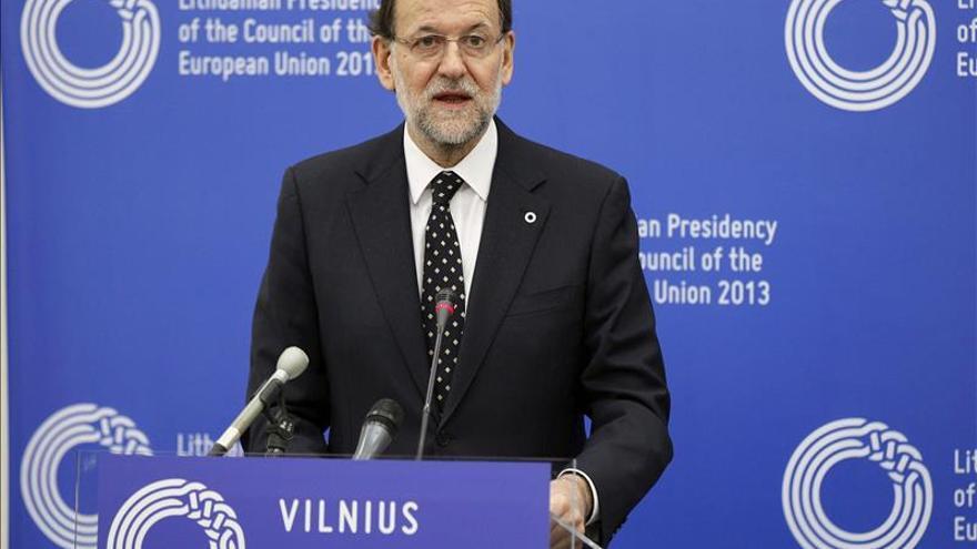 Rajoy defiende las subidas muy moderadas de salarios en vez de rebajar sueldos