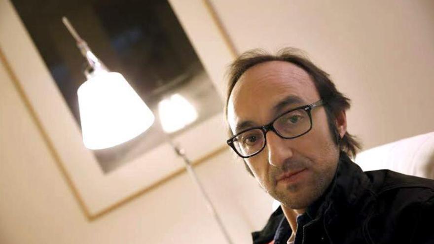 """Fernández Mallo afirma que sus libros """"se ven influenciados"""" por su pasado como físico"""