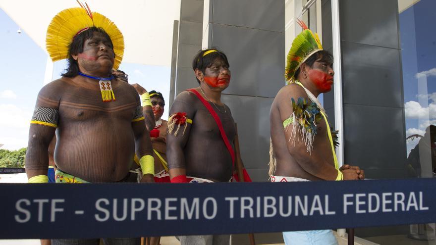 Una delegación indígena de la reserva Xikrin llegan a la sede de la Corte Suprema en 2017