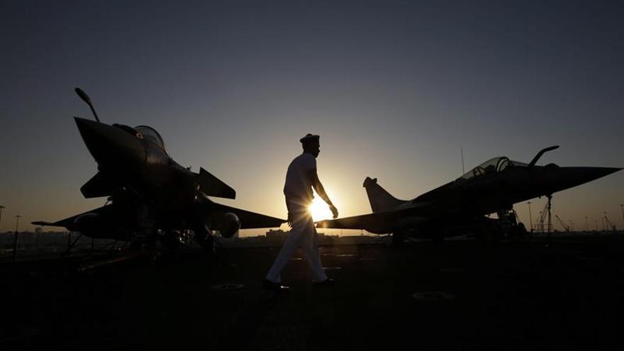 Cazas franceses participan en un ataque contra el EI en Mosul