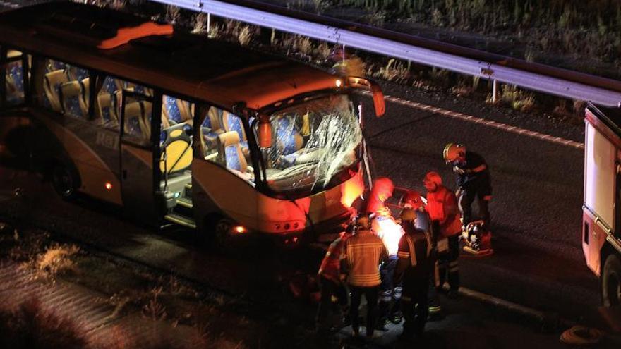Al menos 3 heridos en una colisión entre dos coches y un autobús en Salamanca