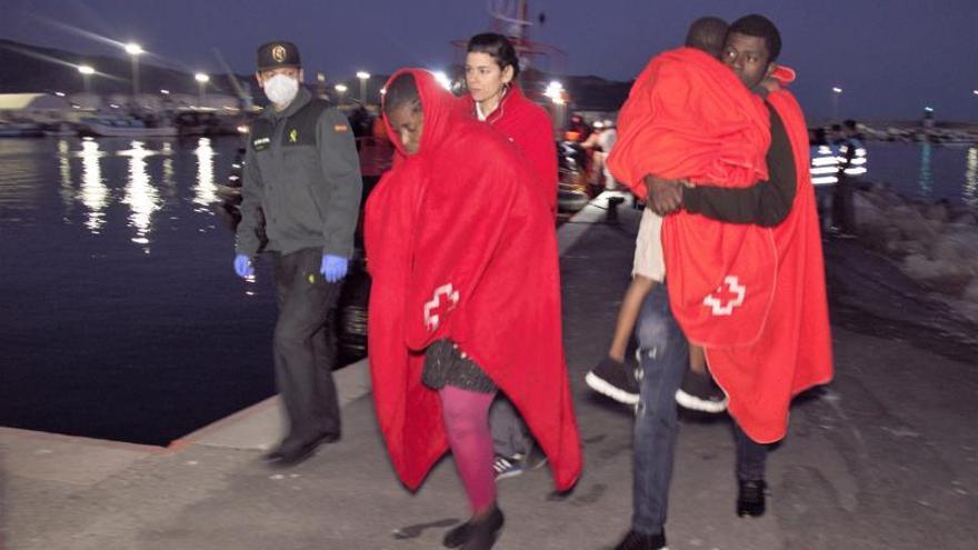 Llegan a Motril (Granada) 78 inmigrantes rescatados al sur de Alborán