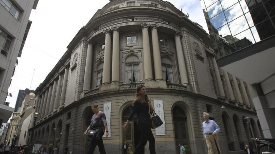 Argentina autoriza compras de dólares para ahorro por 100 millones en 2 días