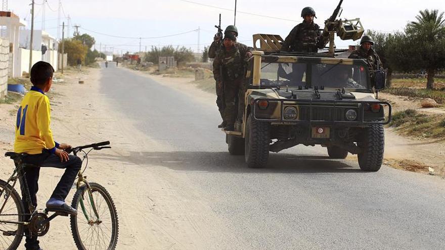 Fuerzas tunecinas matan a dos presuntos yihadistas y arrestan a otros cinco