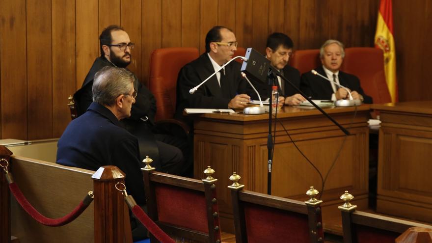 El Papa Francisco recibe al padre Román y le pide perdón tras su absolución en el 'caso Romanones'