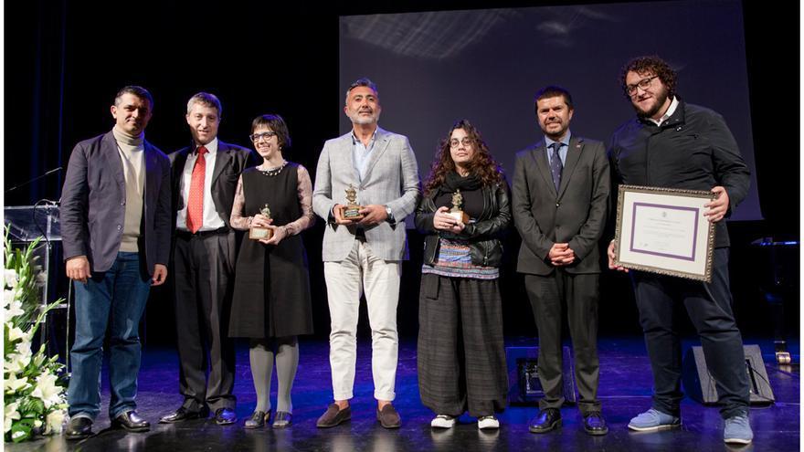 En la imagen, acto de reconocimiento a la Escuela de Teatro Pilar Rey.