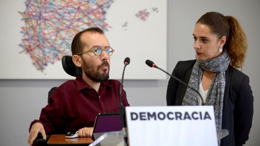 Pablo Echenique y Noelia Vera, durante la rueda de prensa de este lunes.