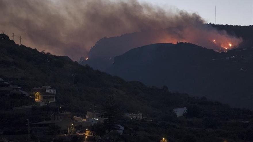 El incendio en Gran Canaria obliga a evacuar a 800 personas