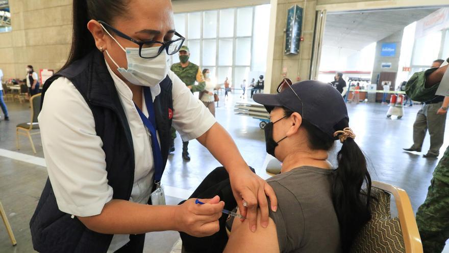 México reporta 217.740 decesos y 2.352.964 de contagios por coronavirus