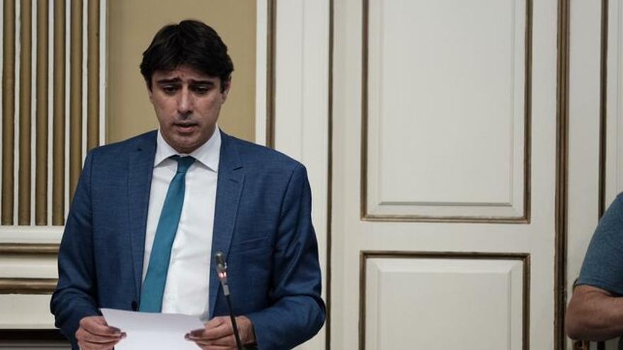Manuel Abrante en el Parlamento de Canarias.