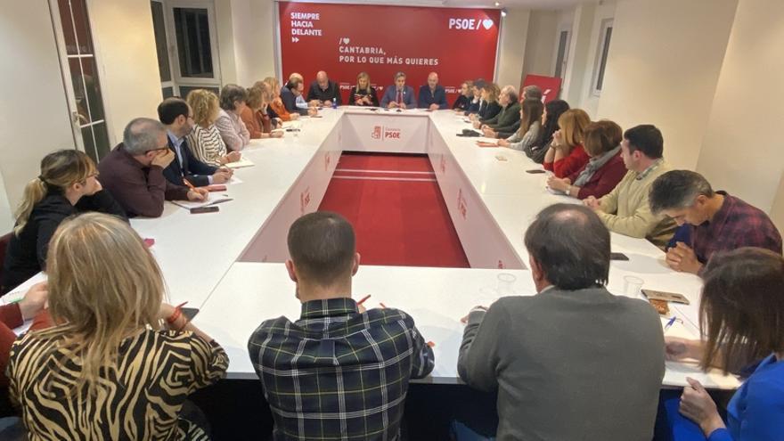 """El PSOE continúa en el Gobierno de Cantabria por """"responsabilidad"""" con los cántabros"""