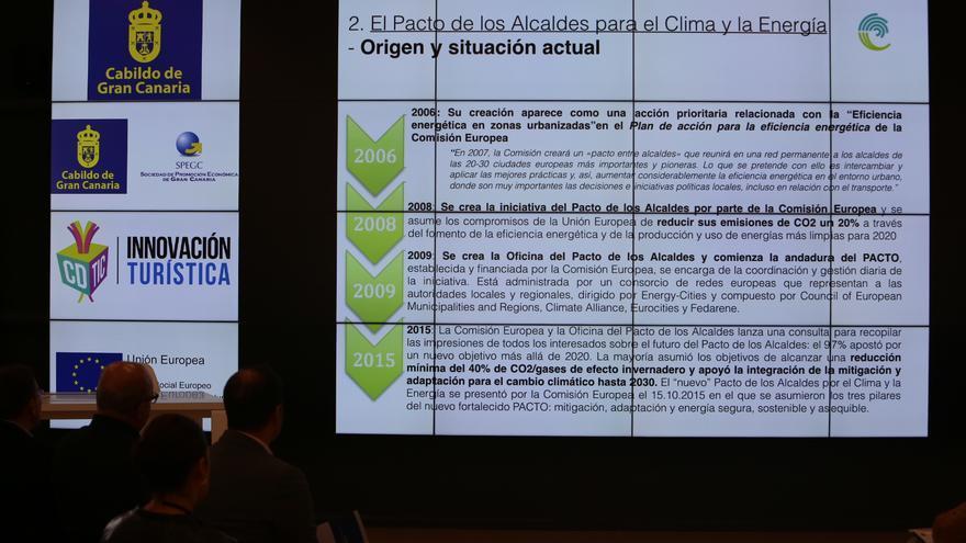 Diapositiva expuesta por el Cabildo de Gran Canaria en Infecar para impulsar entre los municipios grancanarios el Pacto de los Alcaldes.