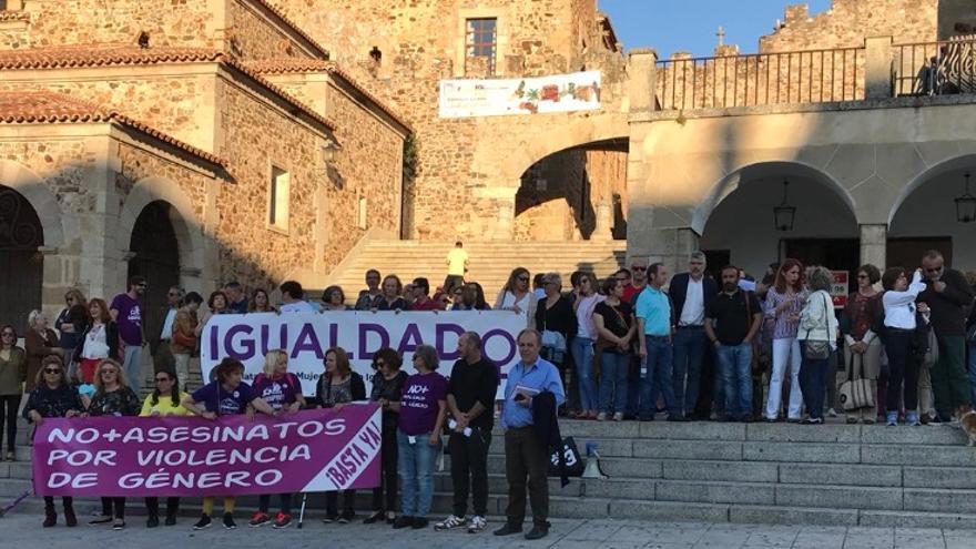 Protesta feminista en Cáceres / @psoecc