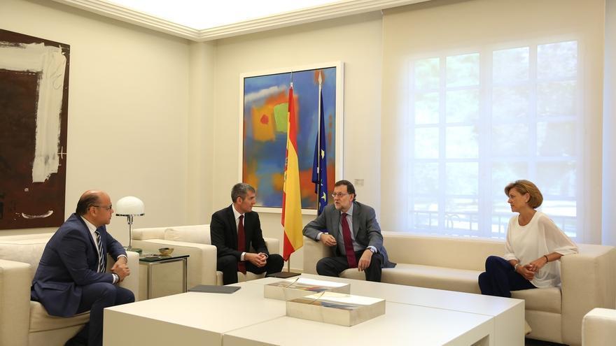 Rajoy confirma ante Coalición Canaria que se presentará a la investidura y baraja la última semana de julio