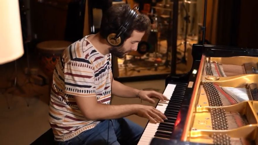 Imagen del anuncio de salida de 'Gruserías', el primer disco de Chico Pérez