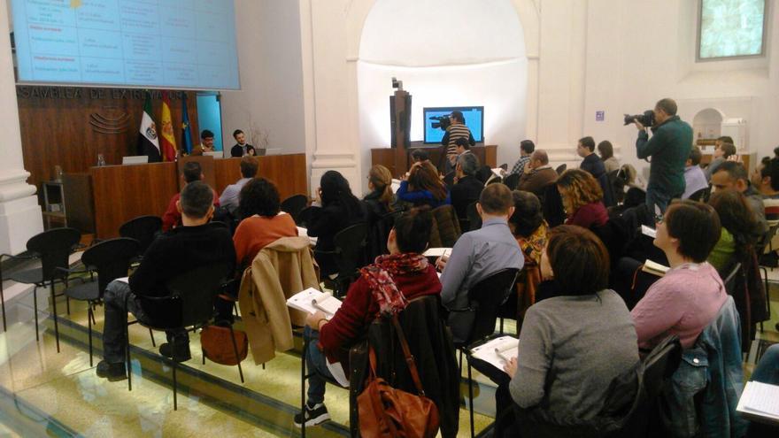 Momento de las jornadas en la Asamblea de Extremadura / Ana Toro