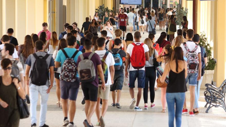Universidades ofertan 52.000 nuevas plazas y 19 nuevos másters y ven reducida su deuda a 220 millones