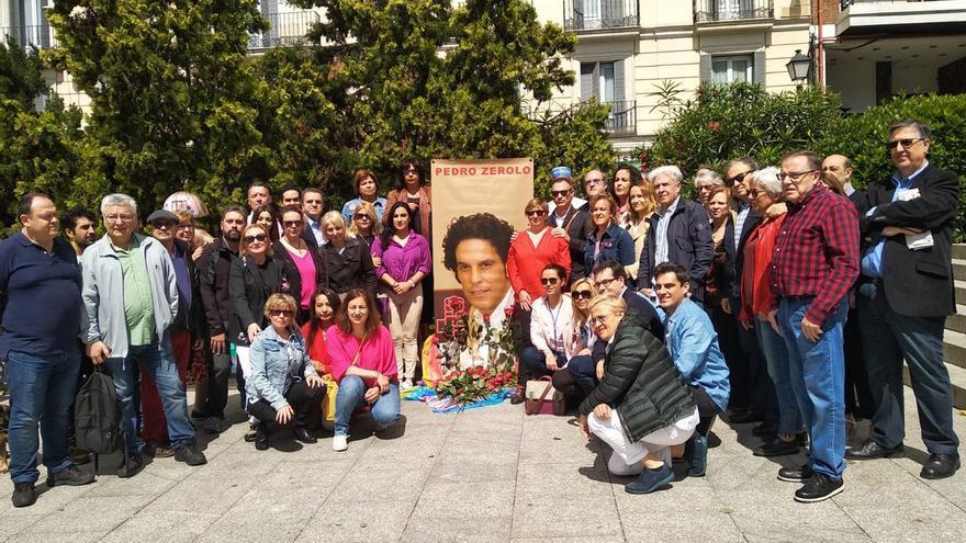 Homenaje floral a Pedro Zerolo. Imagen: PSOE Madrid