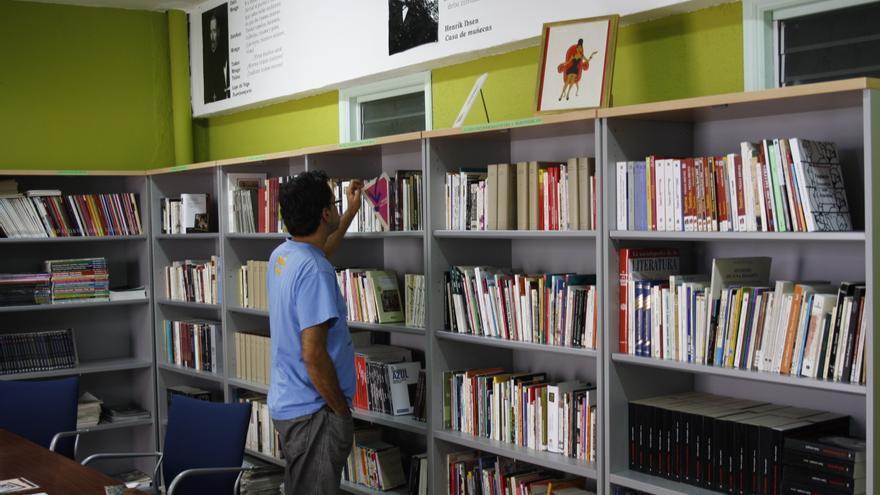En la imagen, interior de la Biblioteca de Teatro Antonio Abdo.