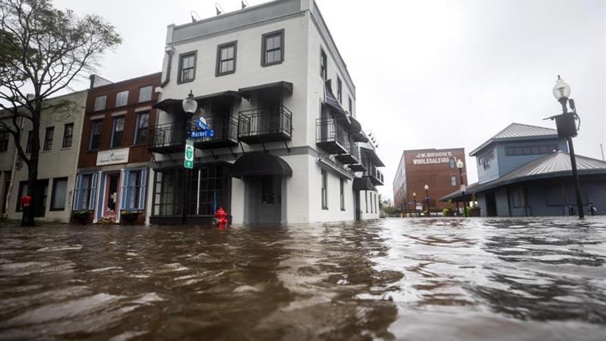 """Florence sigue azotando con """"catastróficas"""" inundaciones a Las Carolinas"""