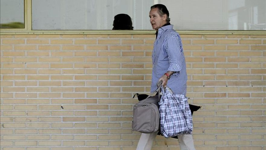 Miguel Blesa al salir de la cárcel de Soto del Real.