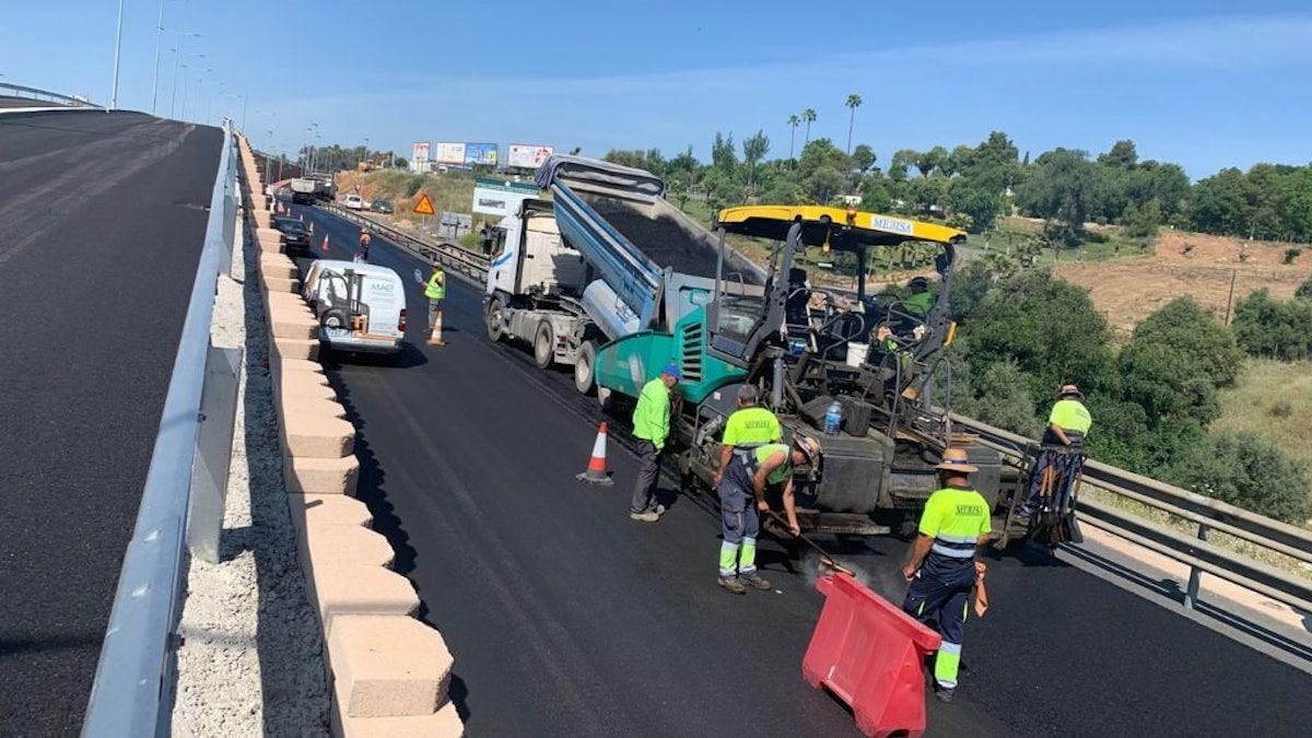 Trabajos de asfaltado en la Ronda Norte.