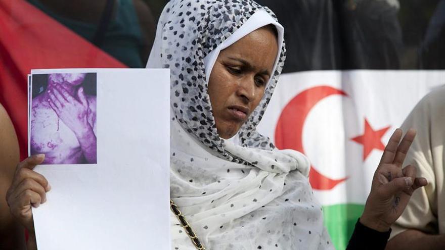 La saharaui Tabkar Haddi, madre del activista de derechos humanos saharaui Mohamed Lamin Haidala (EFE/RAMÓN DE LA ROCHA)