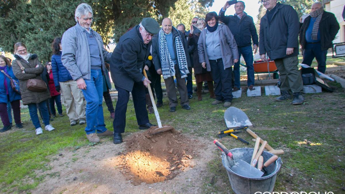 Intervención en la fosa del cementerio de La Salud