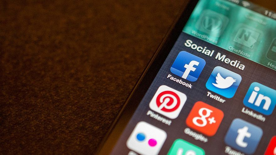 El uso de las redes sociales desde el 'smartphone' ha aumentado un 45% (Foto: Jason A. Howie | Flickr)