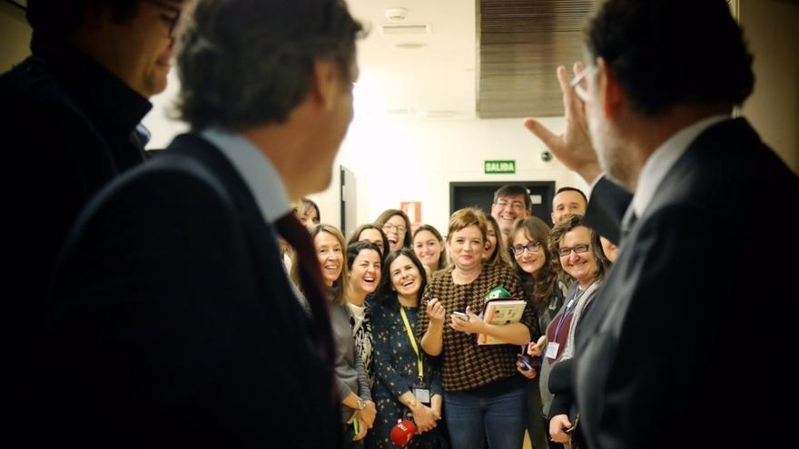 """Rajoy cumple 20 años casado y presume de que, de momento, no le han """"despachado"""""""