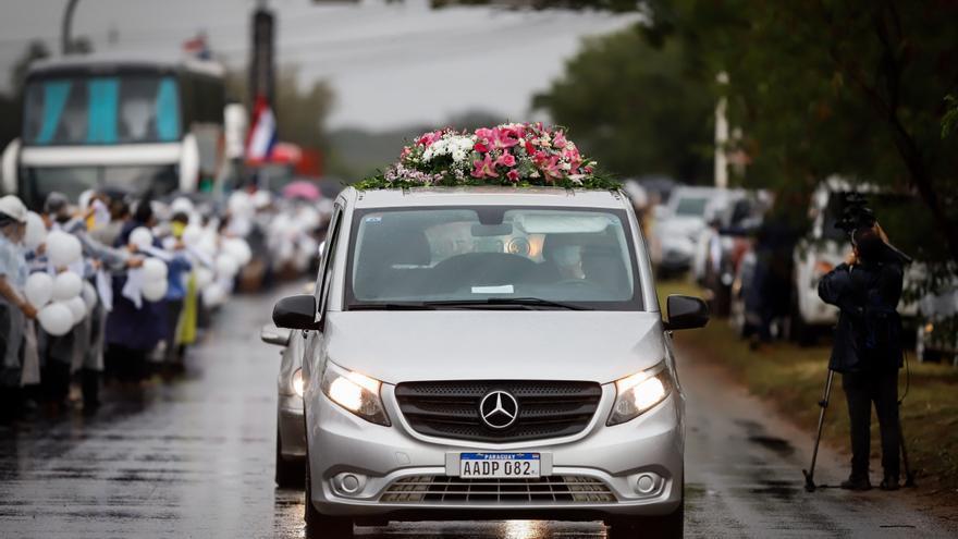 Despiden en Paraguay a los familiares de la primera dama muertos en el derrumbe en Miami