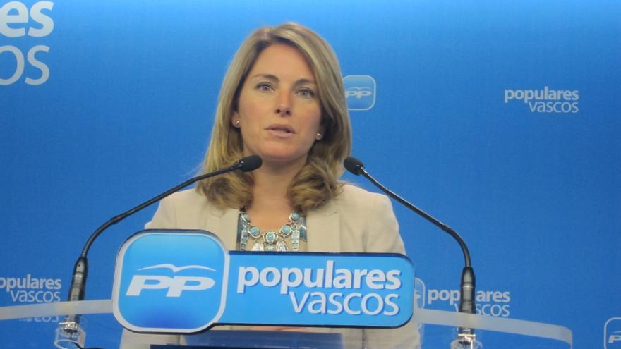 """Quiroga destaca que las víctimas  son """"el punto de partida para constuir la democracia en Euskadi"""" que está por madurar"""
