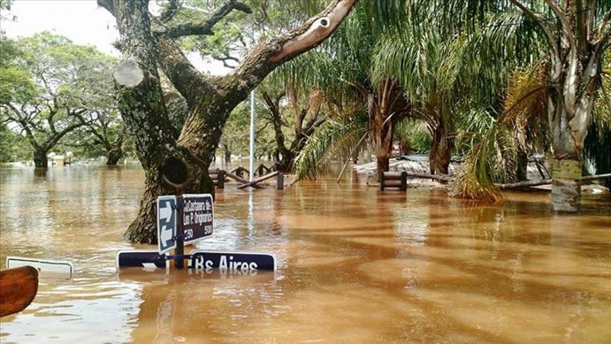 La crecida de ríos se estabiliza en el noreste argentino, con 20.000 evacuados