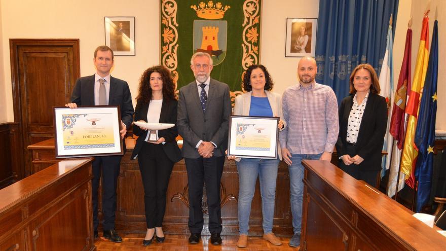 Entrega del reconocimiento a las dos empresas de Talavera de la Reina