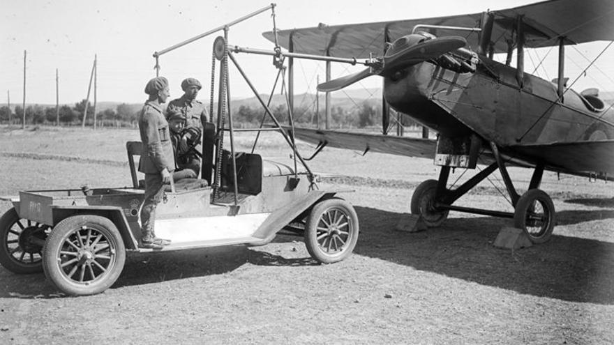 Auto de puesta en marcha de la Escuela de Transformación de Aviación en Guadalajara (1927)