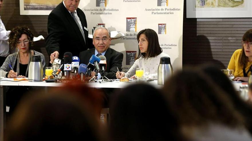 """Guerra pide aplicar el código ético a Chaves y Griñán y no abrir una """"puja"""""""