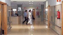 Órdenes contradictorias en los centros de salud dejan sin atención a miles de inmigrantes