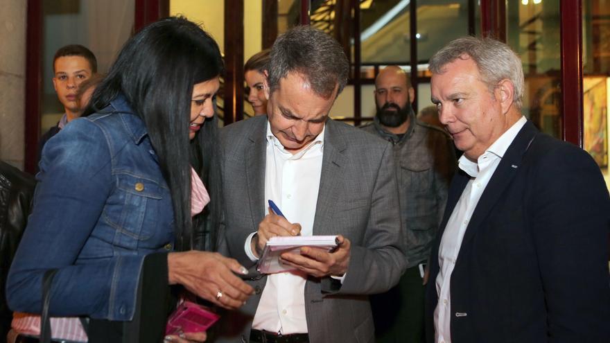José Luis Rodríguez Zapatero junto a Sebastián Franquis y simpatizantes del partido en Canarias