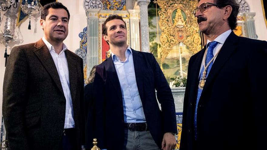 Casado visita a las Hermandades del Rocío de Huelva y a la de Emigrantes