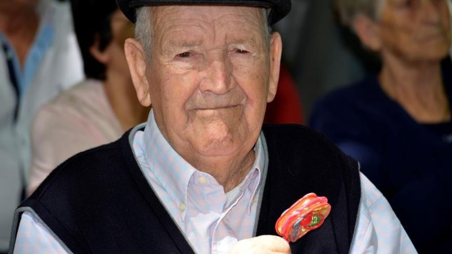 Martín recupera el sonajero que le arrebató la guerra hace 83 años