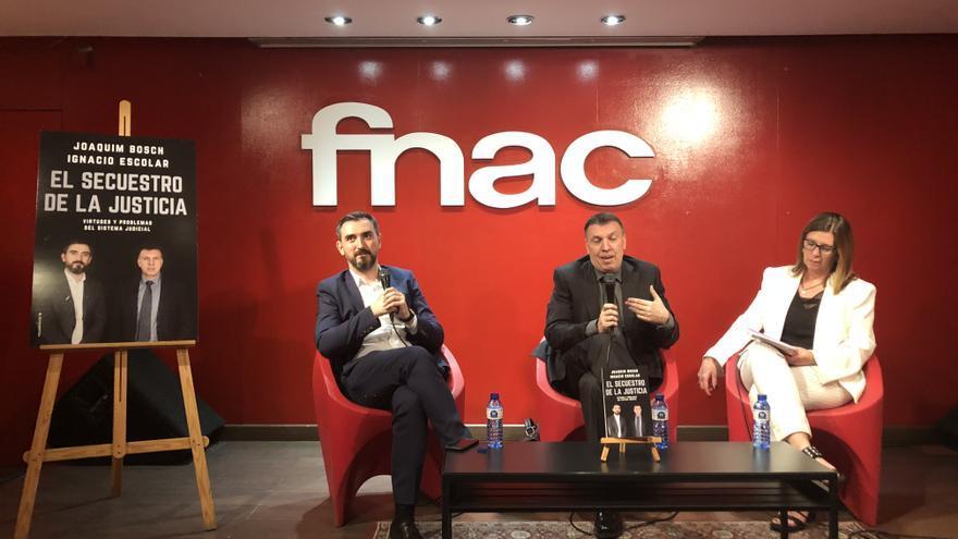 Escolar y Bosch durante la presentación del libro, en Madrid.