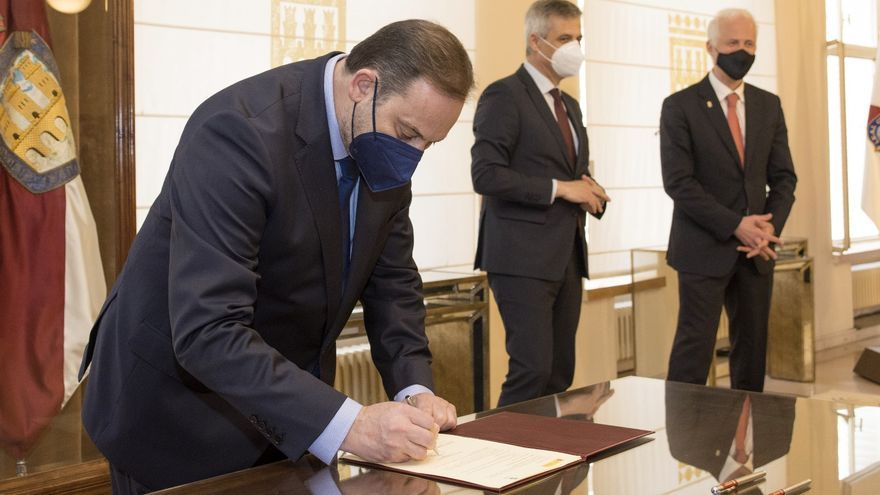 El ministro Ábalos firma el Protocolo de Acción para Logroño de la Agenda Urbana Española.