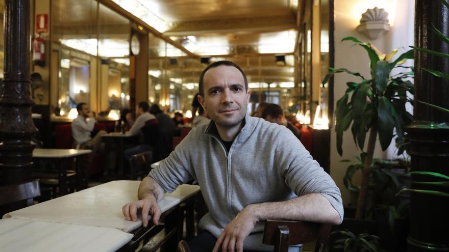 Luis alegre, en el café Barbieri de Madrid.
