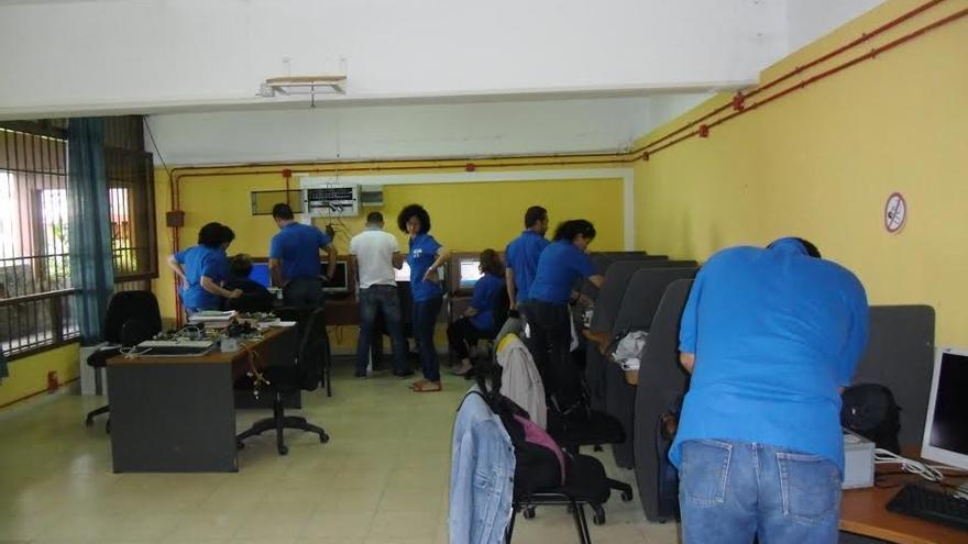 En la imagen, alumnas y alumnos del programa mixto de formación y empleo que desarrolla Ader.