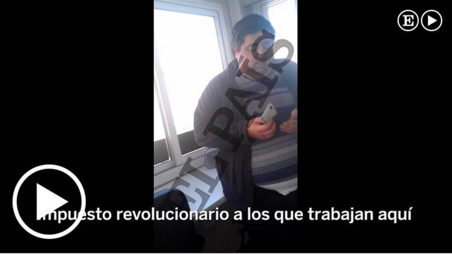 Imagen del vídeo de EL PAIS en el que se muestra el pago de comisiones en Escombreras