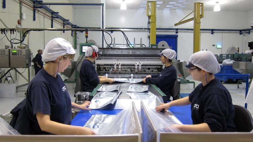 La producción industrial baja un 3,3% en septiembre en Cantabria