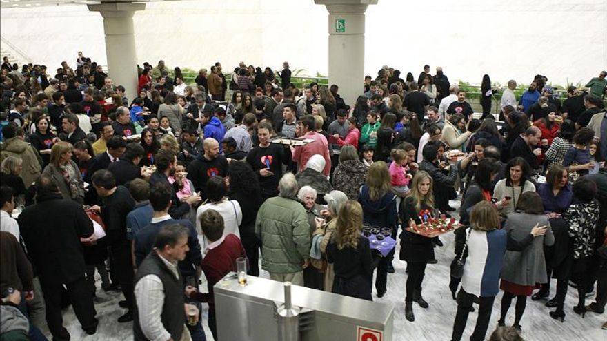 Cocineros sacan los mejor de sus fogones para 850 comensales sin recursos